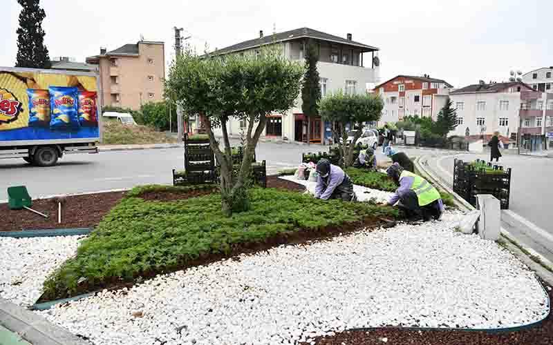 Çayırova'da Çiçekler Dikildi