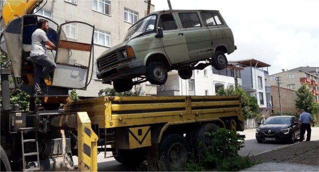 Körfez'de hurda araçlar çekiliyor