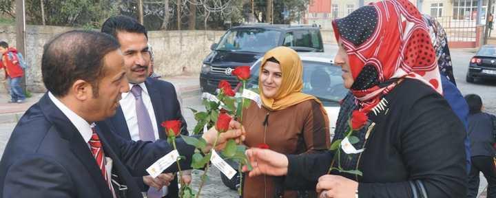 Yaman ve Toltar Tavşancıl'da çiçek dağıttı