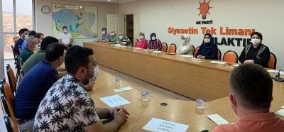 AK Parti Çayırova'da aylar sonra 'normal' toplantı