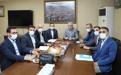 AK Parti teşkilatları yürümüyor, koşuyor