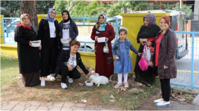 Annelerden sokak hayvanlarına anlamlı destek