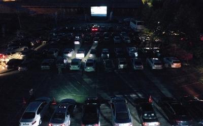 Arabada sinema keyfi yaşandı