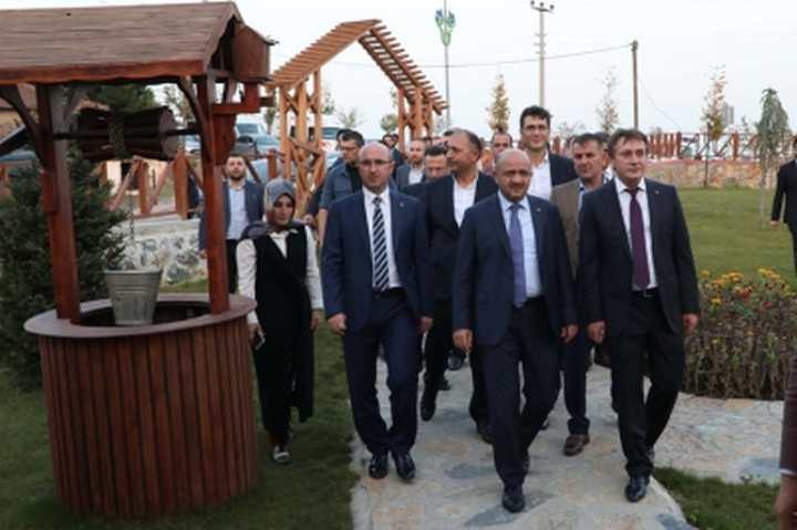 BAŞBAKAN YARDIMCISI FİKRİ IŞIK ÇAYIROVA'DA YATIRIMLARI İNCELEDİ