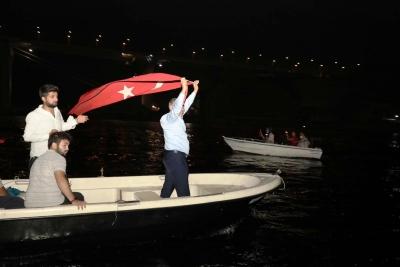 Başkan Şayir'den, Denizde; Fener Alaylı 30 Ağustos Kutlaması