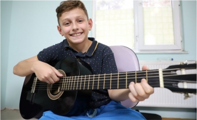 Bilgievleri'nde çocuklara gitar kursu