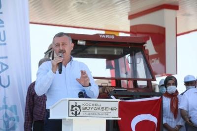 Büyükşehir'den çiftçilerimize 2 milyon litre akaryakıt desteği