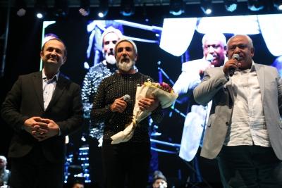 Büyükşehir'den Roman çiftlere çifte konser