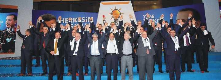 AK Parti toplu aday tanıtım toplantısında gövde gösterisi yaptı