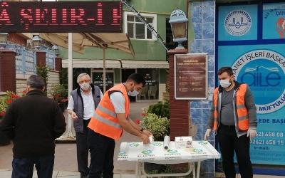 Çayırova belediyesi camilere seccade dağıttı