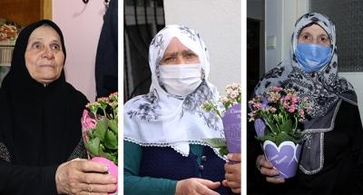 Çiçekler annelere ulaştırıldı