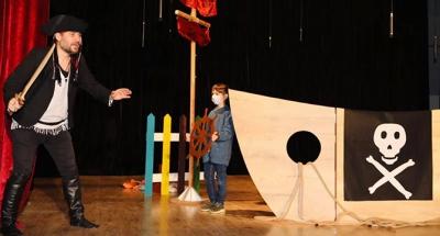 Çocuklar, 'Şaşkın Korsan'la eğlendi