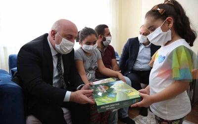 Darıca ailesi minik Ömer Asaf'ı ziyaret etti