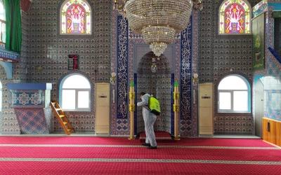 Darıca'da camiler cuma namazına hazırlanıyor
