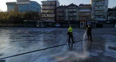 Dezenfekte ekibi karış karış temizliyor