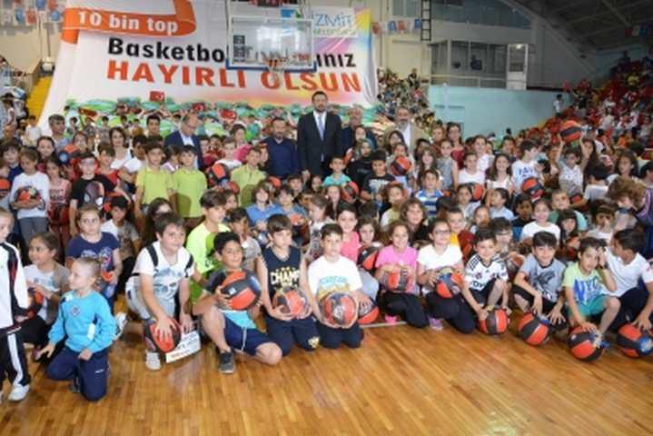 DOĞAN'DAN 10.000 ÖĞRENCİYE BASKETBOL TOPU