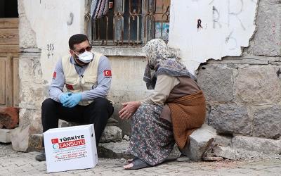 """""""EVİNİZE SAĞLIK"""" PROJESİ ON BİNLERCE AİLEYE ULAŞTI"""