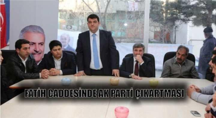 Fatih Caddesinde AK Parti Çıkartması