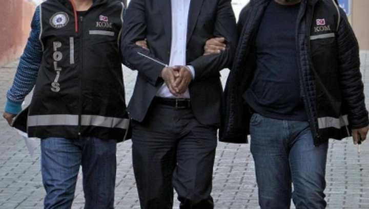FETÖ yöneticisi villasında yakalandı