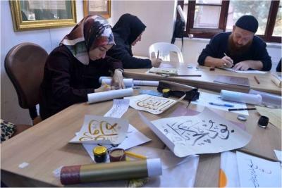 Geleneksel Türk Süsleme Sanatları öğreniyorlar