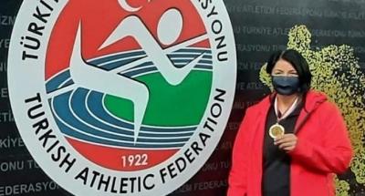 Gülle atmada Türkiye şampiyonu oldu