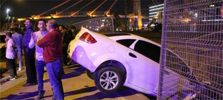Hatalı çıkış yapan otomobil kazaya neden oldu