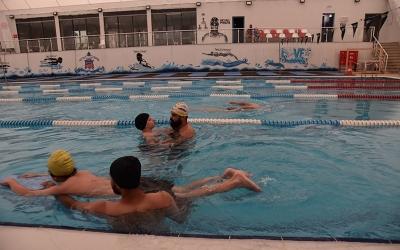 Hürriyet, özel çocukları yüzme havuzuyla sevindirdi