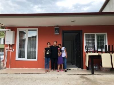 İhtiyaç sahibi aile yeni evine kavuştu