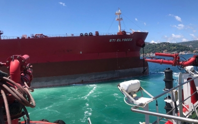 İstanbul Boğazı'nda demir atan gemiye müdahale edildi