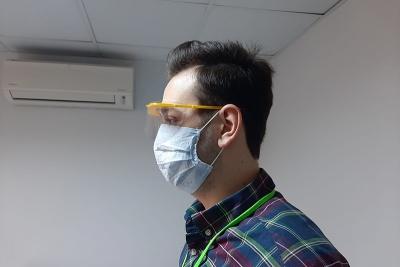 İzmit Belediyesi şimdi de steril gözlük üretmeye başladı