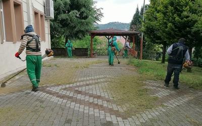 İzmit'te cami avluları cuma namazı için hazırlandı