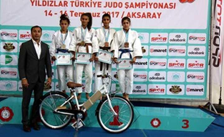 Kağıtsporlu yıldız judocular Türkiye Şampiyonası'nda fırtına gibi esti.