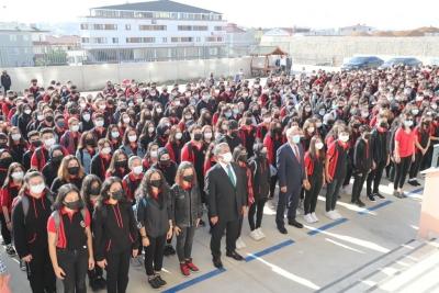 Kaymakam Güler ve Başkan Büyükgöz Bayrak Törenine Katıldı