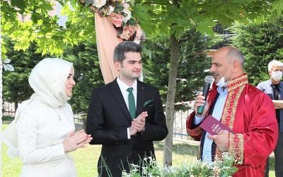 Körfez'de Sosyal Mesafeli Kır Nikâhına Talep Artıyor