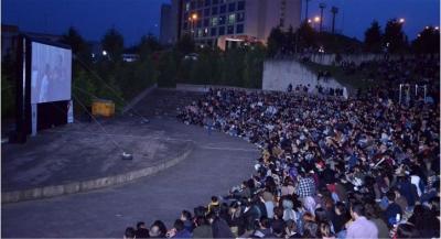 KOÜ'de açık havada sinema keyfi