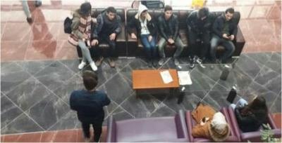 Lise öğrencileri ayrılmak istemiyorlar!