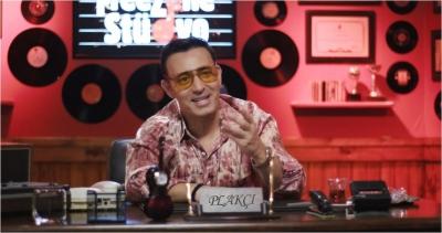 """Mustafa Sandal""""Müziğe gönül vermiş gençlerin desteklenmeleri gerektiğini düşünüyorum."""