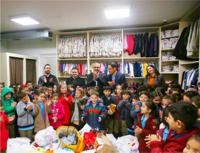 Öğrencilerden mağazaya destek