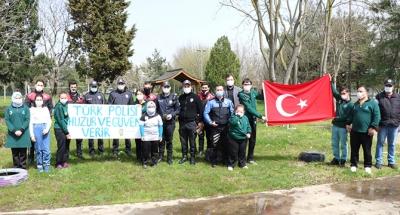 Özel çocuklardan polis abilerine özel kutlama