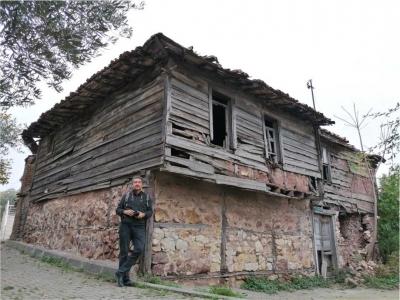 Rıdvan Şükür, yok olan Tavşancıl evlerini fotoğrafladı