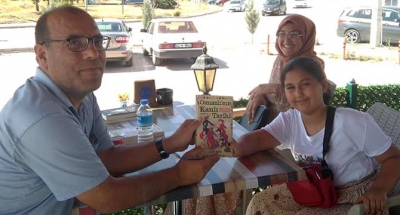ŞAHİN CİHANBEYLİ'DE İMZA GÜNÜ DÜZENLEDİ