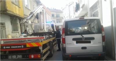 Trafik ekiplerince araçlar kaldırıldı