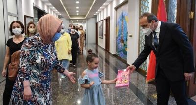 Vali Yavuz, Personelin Bayramını Tebrik Etti